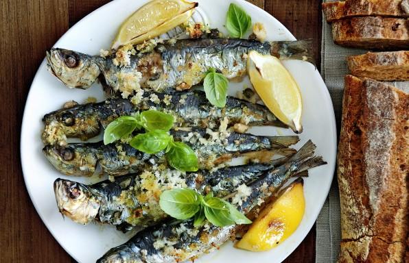 heerlijke geroosterde sardines op italiaanse wijze
